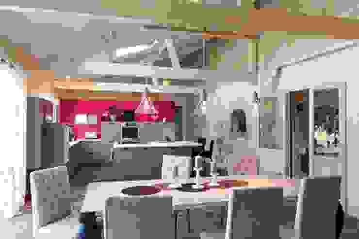 Agence boÔbo Rustic style kitchen