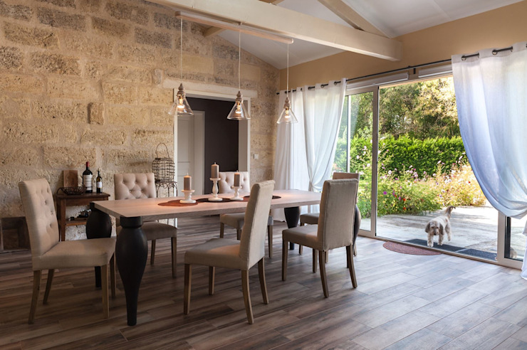 Rustic style dining room by Agence boÔbo Rustic