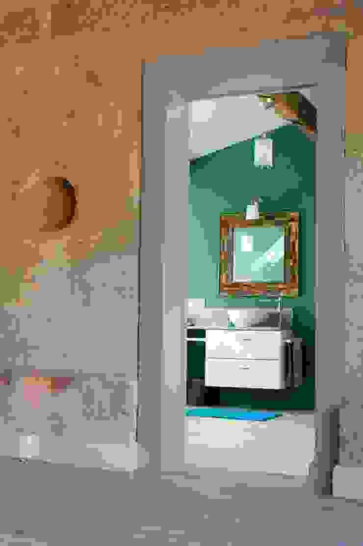 Agence boÔbo Rustic style bathroom