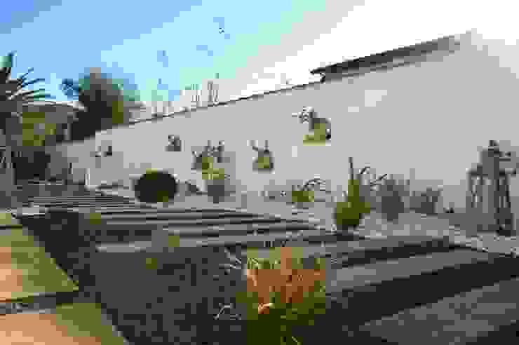 Jardines de estilo ecléctico de PATXI CASTRO Ecléctico