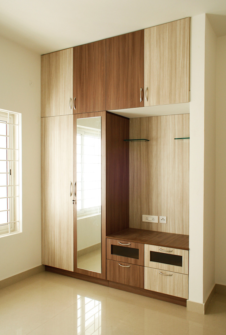 Ashpra interiors BedroomWardrobes & closets Beige