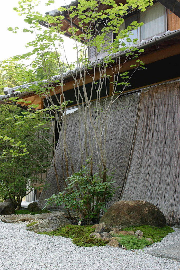Asian style garden by 杉田造園 株式会社 Asian Wood Wood effect