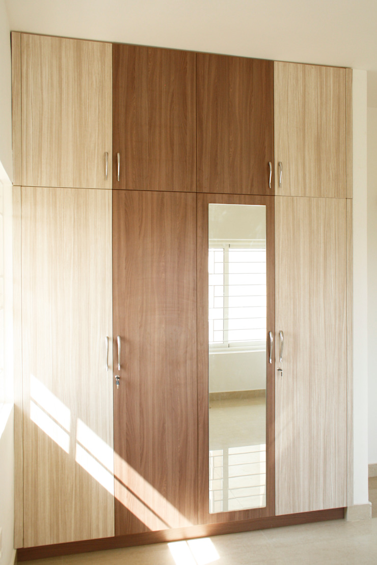 Ashpra interiors BedroomWardrobes & closets Wood effect