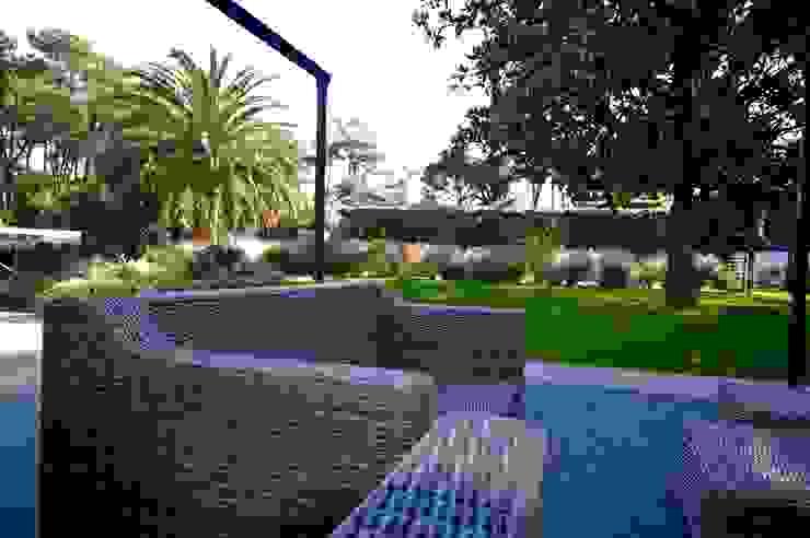 Jardines de estilo mediterráneo de PATXI CASTRO Mediterráneo