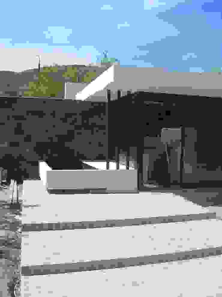 Balcones y terrazas de estilo moderno de Estudio Arquitectura Agustín Duarte Moderno