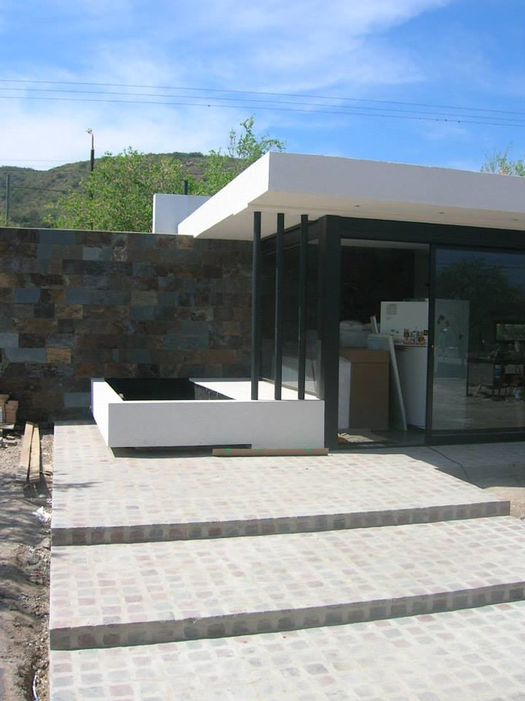 Modern style balcony, porch & terrace by Estudio Arquitectura Agustín Duarte Modern