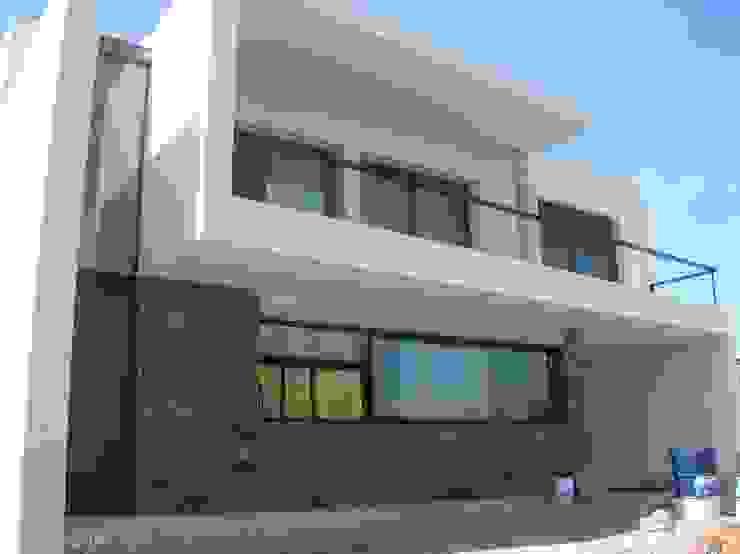 Modern houses by Estudio Arquitectura Agustín Duarte Modern