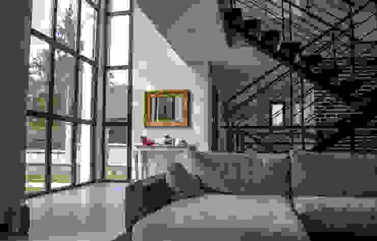 Ruang Keluarga oleh Daniel architectes, Minimalis
