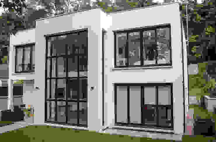 Houses by Daniel architectes, Minimalist