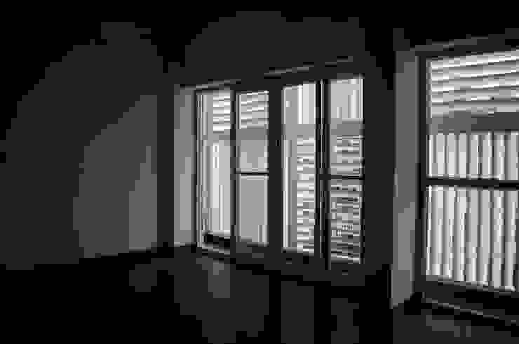Nowoczesne ściany i podłogi od BETWEENLINES Nowoczesny