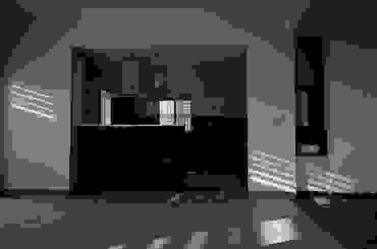 Kitchen Modern Kitchen by BETWEENLINES Modern