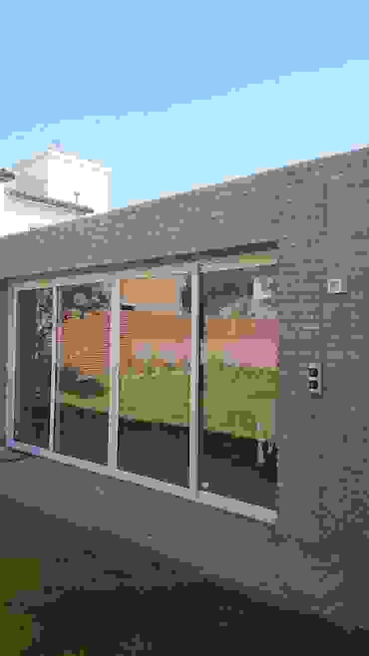 Casa Jardín Balcones y terrazas modernos: Ideas, imágenes y decoración de Lucas Rubio Arquitecto Moderno