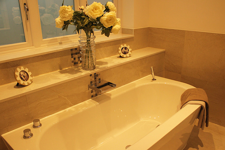 En suite Bathroom من Flairlight Designs Ltd حداثي