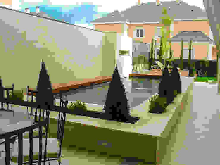 Giardino moderno di avidra Moderno