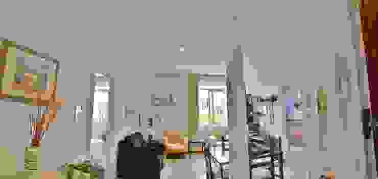 Modern Living Room by VirtualDomum Modern