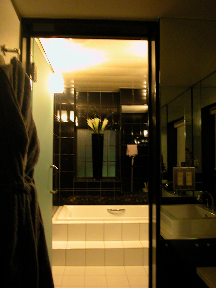 MACHIKO KOJIMA PRODUCE Modern bathroom