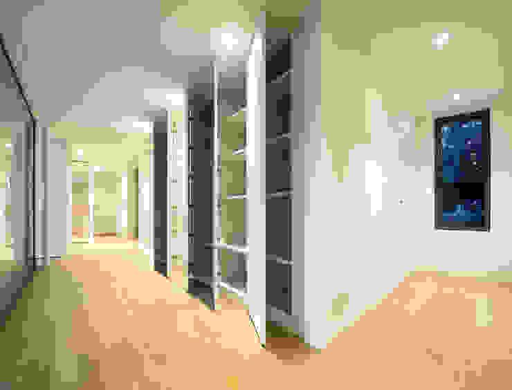 Realizzazioni Moderner Flur, Diele & Treppenhaus von Losa Falegnameria sagl Modern