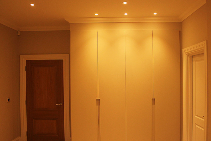 Bedroom - Wardrobe Lighting من Flairlight Designs Ltd حداثي