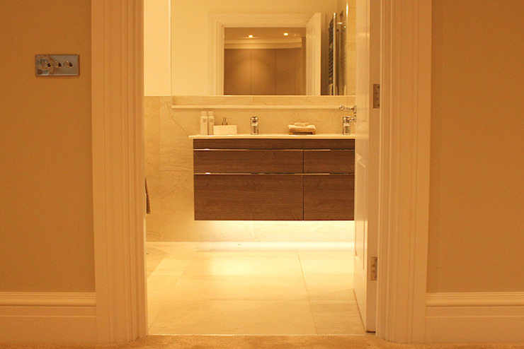 En Suite Sink Lighting من Flairlight Designs Ltd حداثي