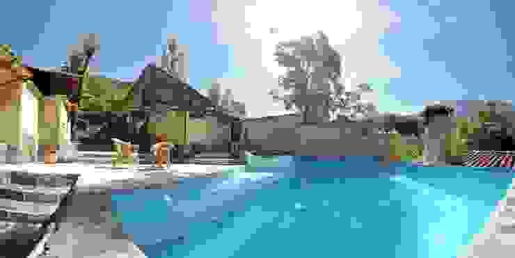 Mediterranean style pool by Loft estudio C.A. Mediterranean