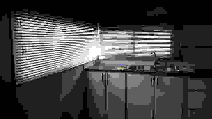 Vivienda RC Cocinas modernas: Ideas, imágenes y decoración de Marina Alvear Arquitecta Moderno