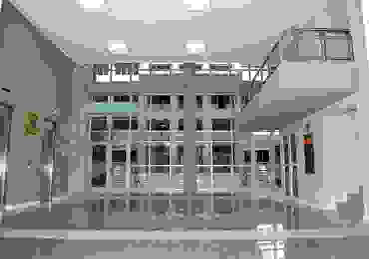 Obra Palacio de Tribunales Santiago del Estero Edificios de oficinas de estilo moderno de Estudio Messad Arquitectos Moderno