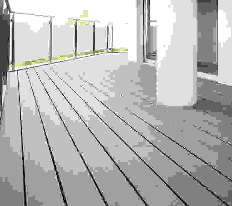 Moderner Balkon, Veranda & Terrasse von acertus Modern Holz-Kunststoff-Verbund