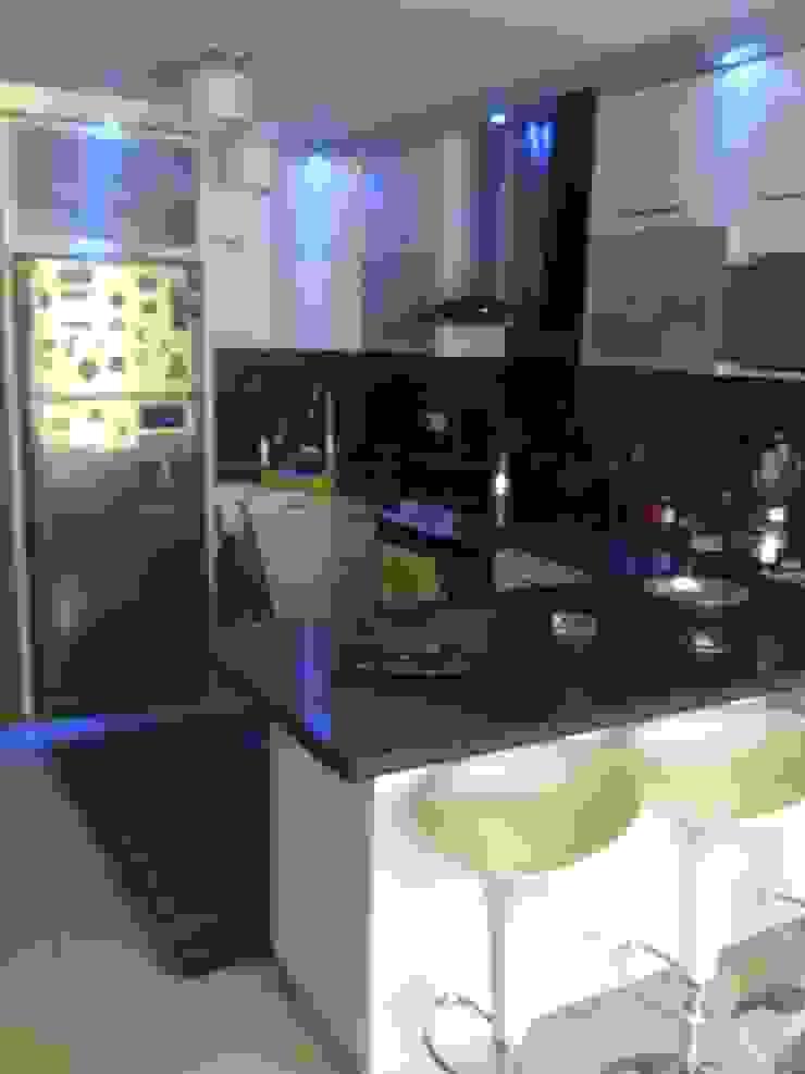 Trabajos Cocinas de estilo moderno de Dennys Muebles a tu Medida Moderno