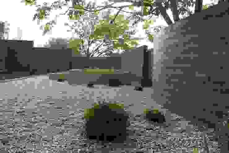 Un espace contemporain zen Jardin méditerranéen par Jean-Jacques Derboux Méditerranéen