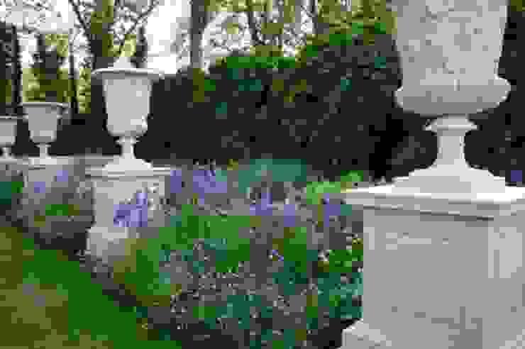 Rustic style garden by COUP DE POUSSE SUR GARONNE Rustic