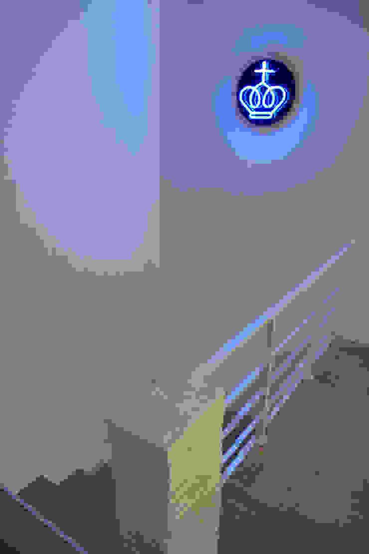 Nowoczesny korytarz, przedpokój i schody od Germán Velasco Arquitectos Nowoczesny