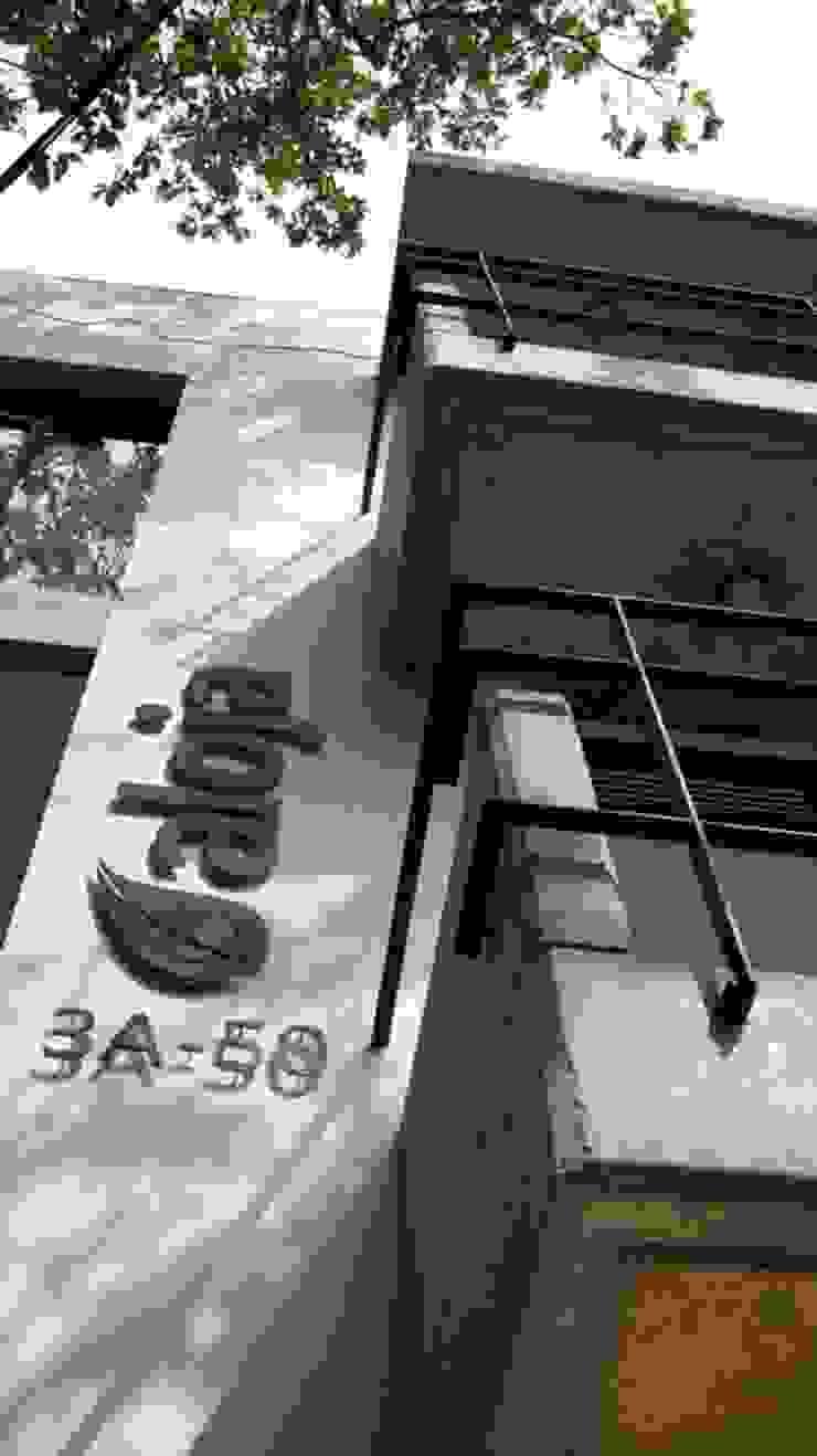 Aloja Balcones y terrazas de estilo moderno de OM arquitectura & Urbanismo Moderno