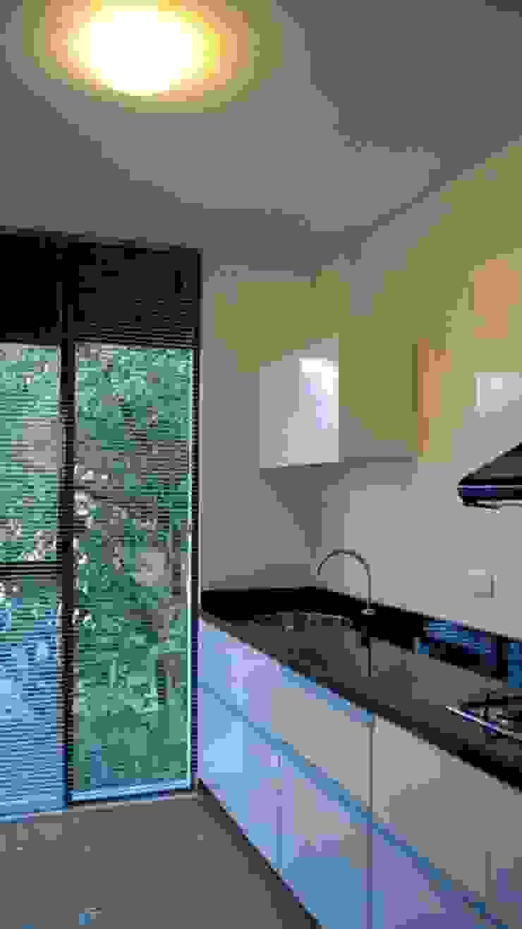 Aloja Cocinas modernas de OM arquitectura & Urbanismo Moderno