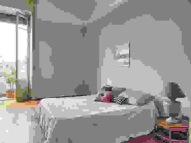 Minimalist bedroom by Boite Maison Minimalist