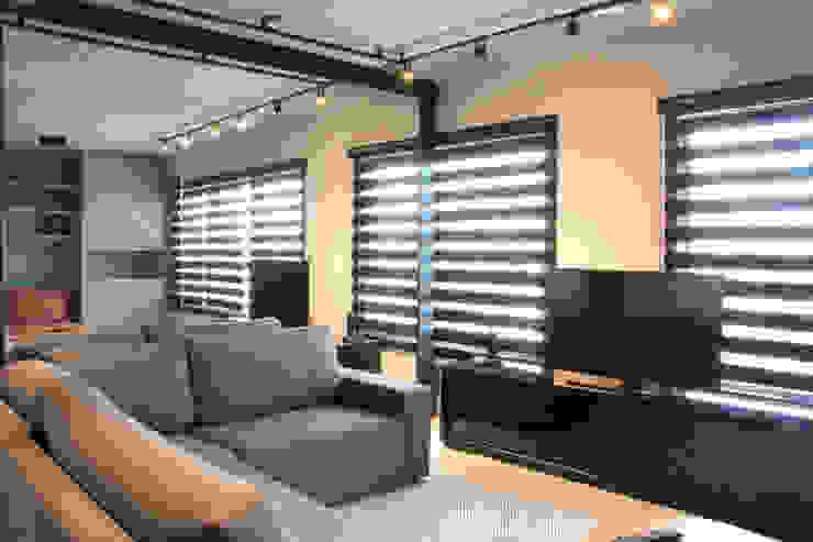 Living Salas de estar modernas por MONICA SPADA DURANTE ARQUITETURA Moderno