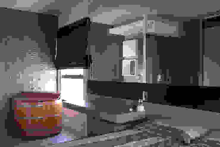 Suite Integrada Quartos modernos por MONICA SPADA DURANTE ARQUITETURA Moderno