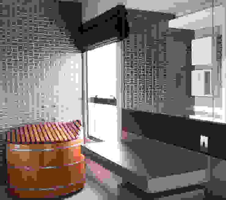 Banheiro com Ofurô Integrado a Suite MONICA SPADA DURANTE ARQUITETURA Banheiros modernos