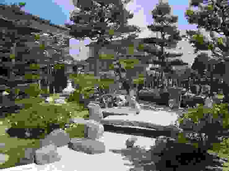 Сад в эклектичном стиле от 株式会社 砂土居造園/SUNADOI LANDSCAPE Эклектичный