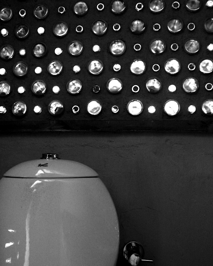 Powder Room Minimalist bathroom by BETWEENLINES Minimalist