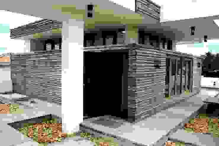 Exterior View Modern balcony, veranda & terrace by BETWEENLINES Modern