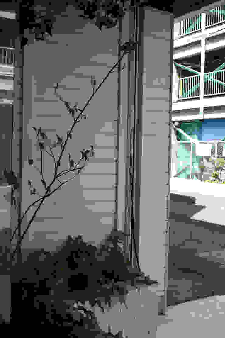 Jardin minimaliste par 小椋造園 Minimaliste