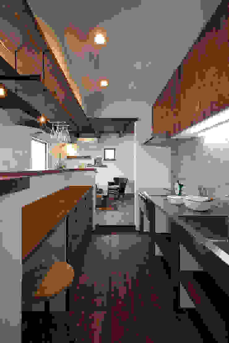 Cocinas de estilo rústico de アンティークな新築住宅 ラフェルム Rústico