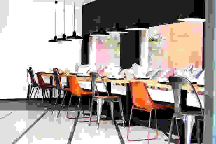 Sala de Reunião Hotéis industriais por Pureza Magalhães, Arquitectura e Design de Interiores Industrial