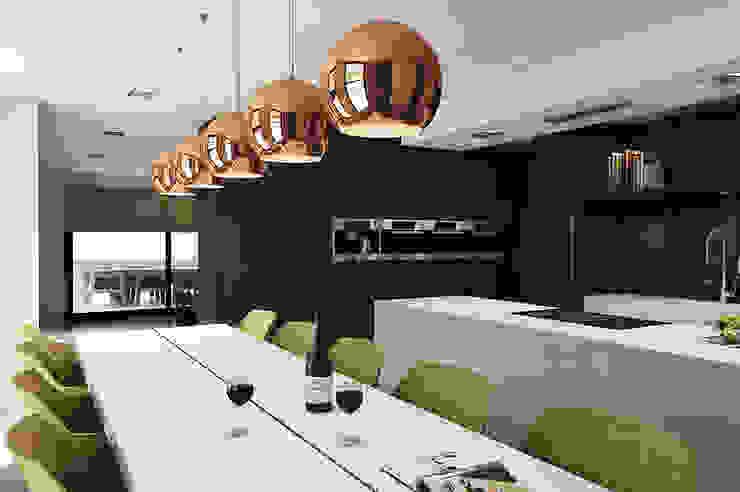 Villa Paramaribo Moderne keukens van Designa Interieur & Architectuur BNA Modern