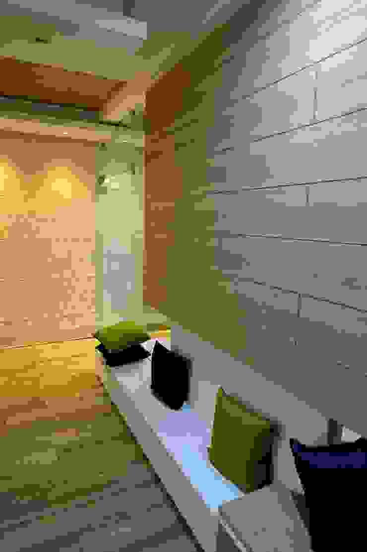 Offcentered Architects Minimalistische Wohnzimmer