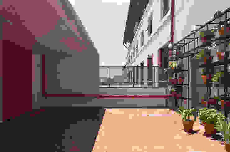 Patio Balcones y terrazas modernos de Matealbino arquitectura Moderno