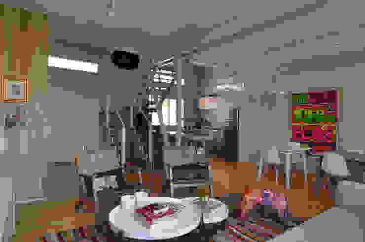 Salas modernas de Matealbino arquitectura Moderno