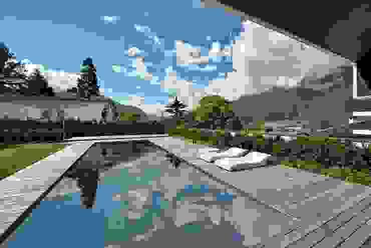 Piscinas de estilo moderno de Ecologic City Garden - Paul Marie Creation Moderno