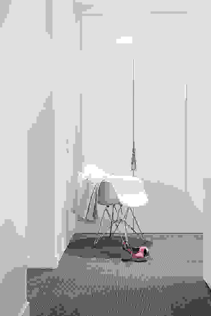 decodheure Modern Corridor, Hallway and Staircase