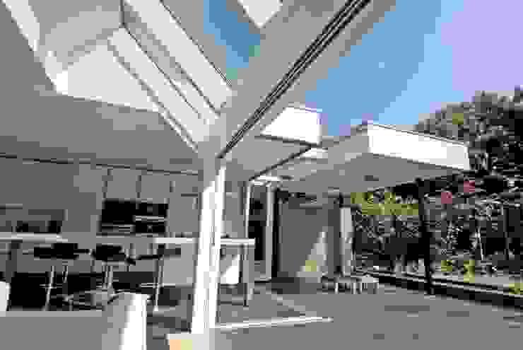 Veel licht Moderne huizen van OX architecten Modern Aluminium / Zink
